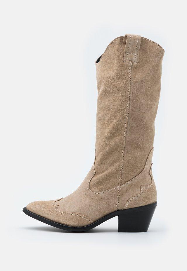 YASPITLA TALL WESTERN - Cowboy/Biker boots - creme