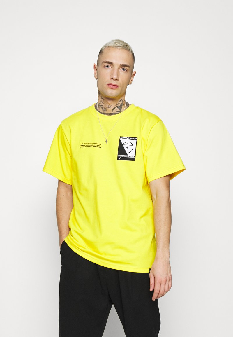 The North Face - STEEP TECH LOGO TEE UNISEX  - Print T-shirt - lightning yellow