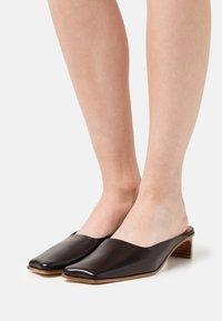 Rejina Pyo - LENI MULES  - Pantofle - black - 0