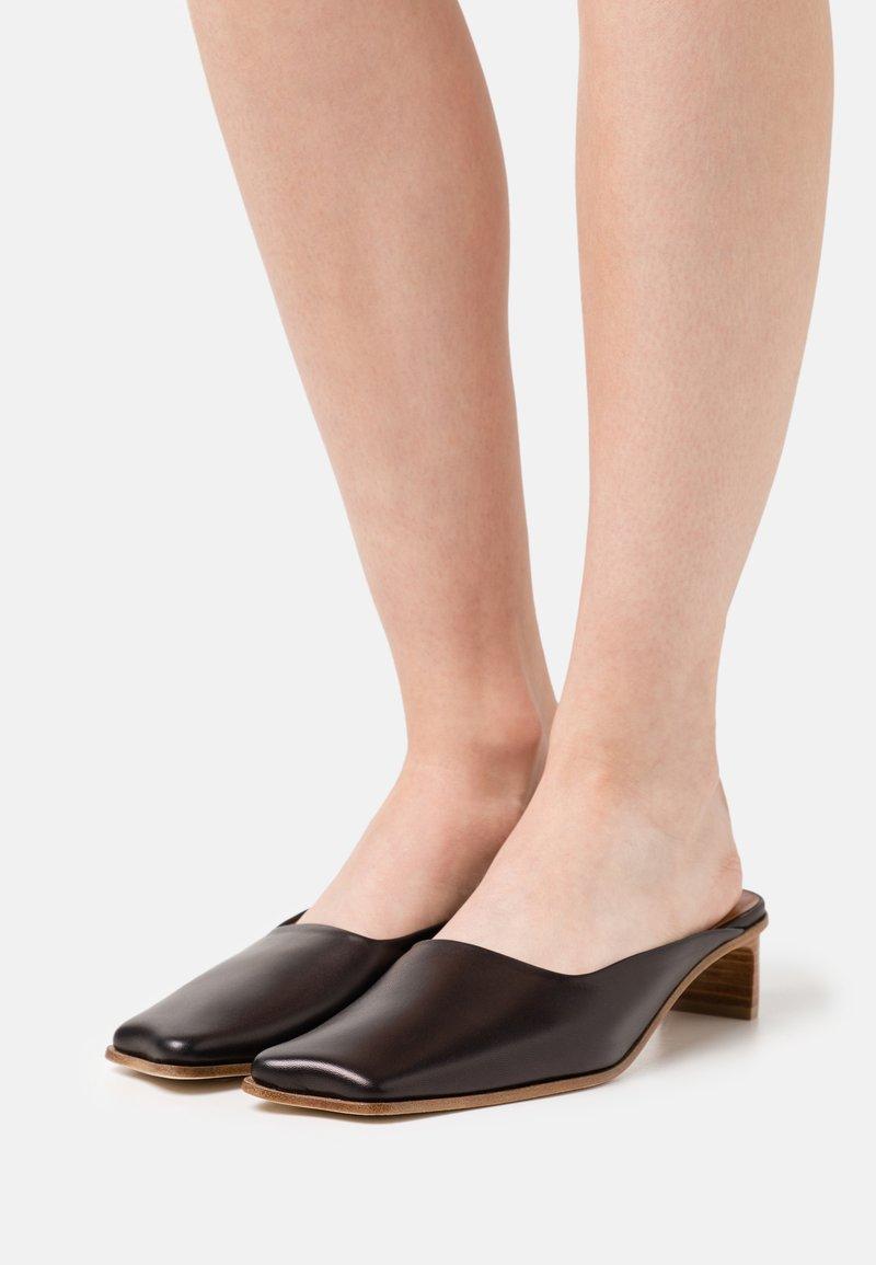 Rejina Pyo - LENI MULES  - Pantofle - black