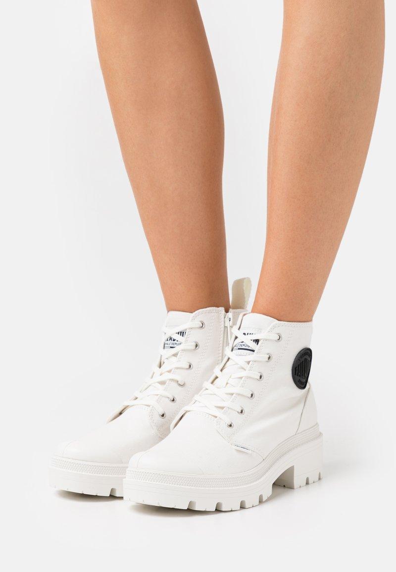 Palladium - PALLABASE  - Ankle boots - star white