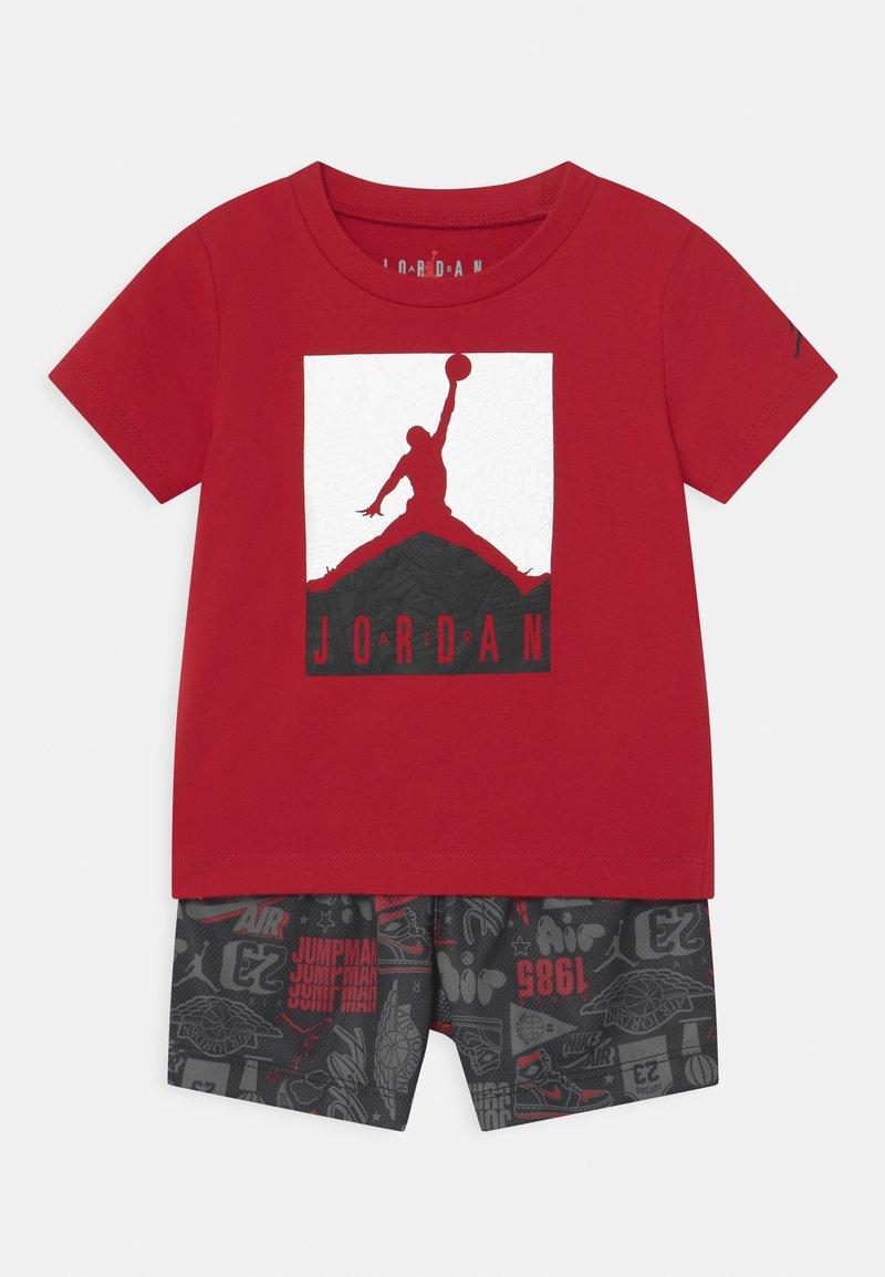 Jordan - AIR ELEMENTS SET UNISEX - Print T-shirt - black