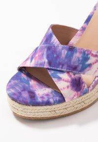 Even&Odd - Korolliset sandaalit - pink/blue - 2