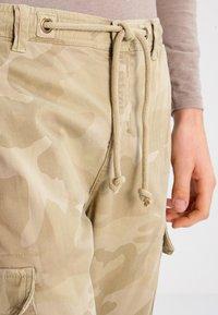 Urban Classics - Cargo trousers - sand - 3