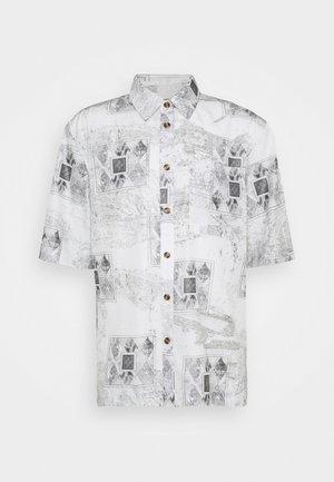 BOXY  - Skjorte - bleach diamond