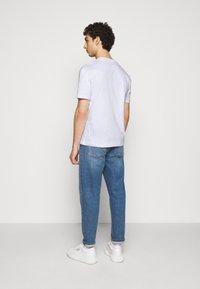 McQ Alexander McQueen - DROPPED SHOULDER - Print T-shirt - optic white - 2