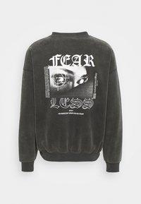 WRSTBHVR - FEARLESS SWEATER VINTAGE UNISEX - Sweatshirt - black - 1