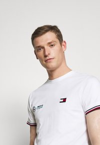 Tommy Hilfiger Tailored - TOMMY X MERCEDES-BENZ - Print T-shirt - white - 4