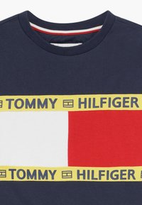 Tommy Hilfiger - FLAG - Camiseta estampada - blue - 3
