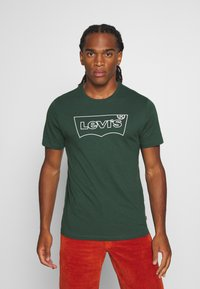 Levi's® - HOUSEMARK GRAPHIC TEE - Print T-shirt - green - 0