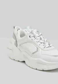 Bershka - Trainers - white - 3