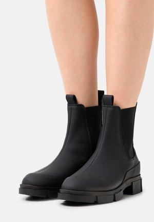 YASRAINY BOOTS - Kotníkové boty na platformě - black