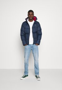 Tommy Jeans - TJM ESSENTIAL DOWN JACKET - Bunda z prachového peří - twilight navy - 1