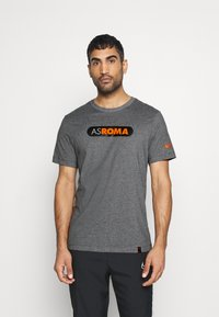Nike Performance - AS ROM DRY TEE GROUND - T-shirt imprimé - charcoal heathr - 2