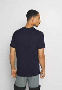 Nike Performance - DRY TEE CREW SOLID - Camiseta básica - obsidian/matte silver - 2