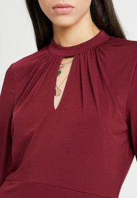Wallis Tall - HIGH NECK KEYHOLE DRESS - Sukienka z dżerseju - purple - 5