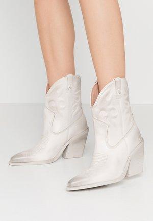 NEW KOLE - Cowboy/biker ankle boot - offwhite