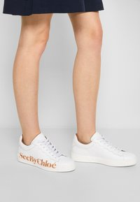 See by Chloé - ESSIE - Trainers - white - 4
