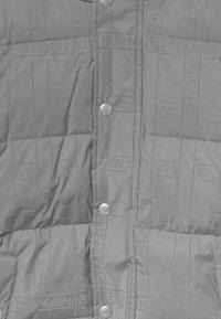 Calvin Klein Jeans - REFLECTIVE LOGO TAPE - Zimní bunda - black/silver - 4