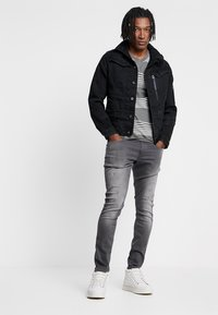 G-Star - REVEND SKINNY - Jeans Skinny Fit - slander grey superstech - 1