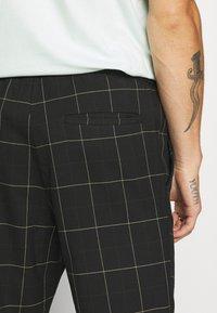 Only & Sons - ONSLINUS LONG CHECK  - Kalhoty - black - 5