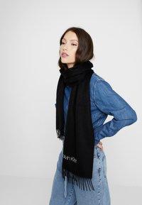 Calvin Klein - CLASSIC SCARF - Šála - black - 0