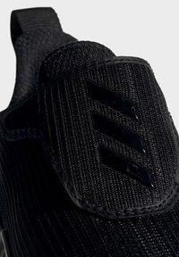 adidas Performance - FORTARUN AC SHOES - Obuwie do biegania Stabilność - black - 5