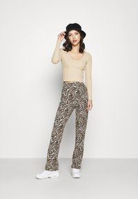 Pieces - PCDOLLY FLARED PANTS  - Trousers - carry over - 1