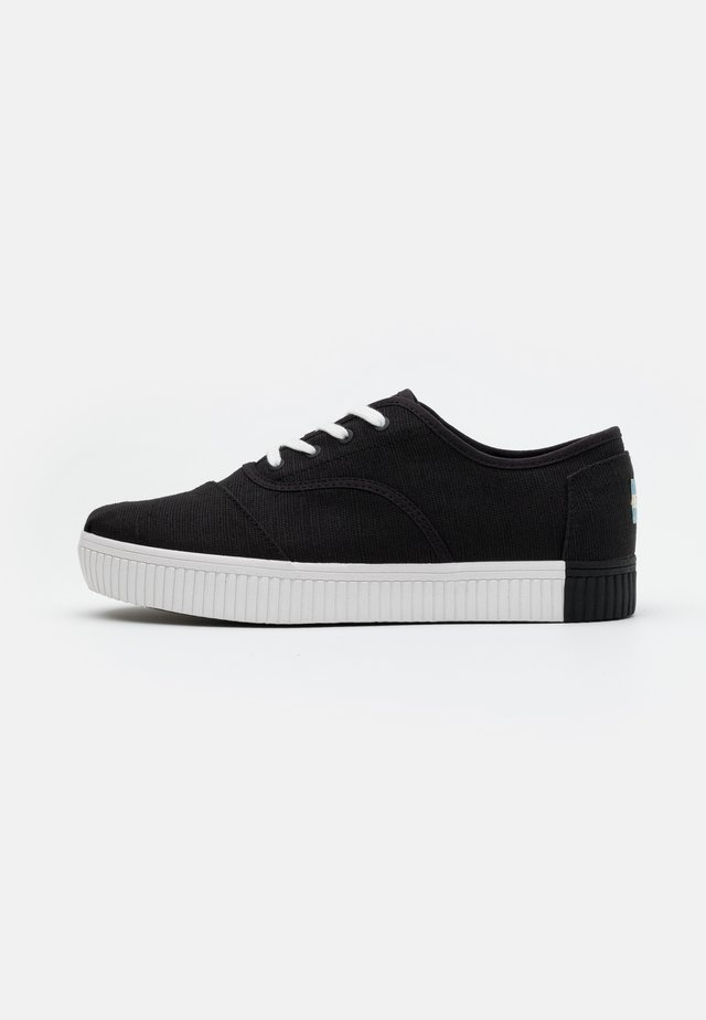 VEGAN CORDONES INDIO - Trainers - black