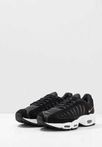 Nike Sportswear - AIR MAX TAILWIND IV - Baskets basses - black/khaki/iron grey/white - 2