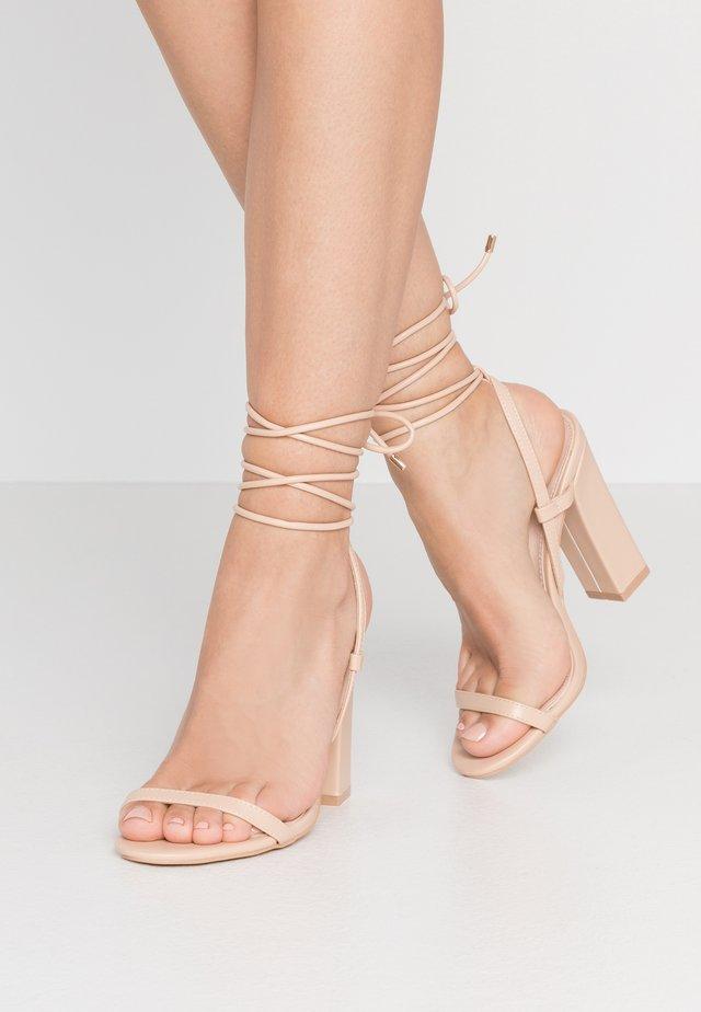 TERESA - Korolliset sandaalit - nude