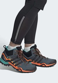adidas Performance - TERREX SWIFT R2 MID GORE-TEX HIKING SHOES - Hiking shoes - green - 1