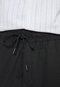 Pegador - VINTO WIDE TRACK PANTS UNISEX - Tracksuit bottoms - black - 6