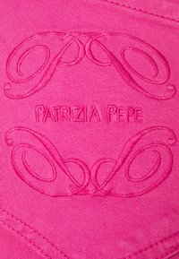 Patrizia Pepe - LOW WAIST - Jeans Skinny Fit - very berry - 2