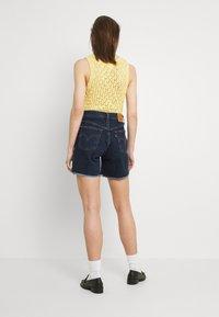 Levi's® - 501® MID THIGH SHORT - Denim shorts - salsa center - 2