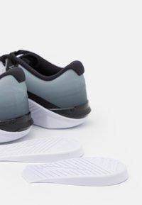 Nike Performance - METCON 6 UNISEX - Treningssko - black/white - 5