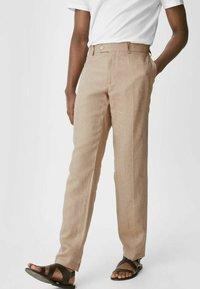 C&A - Spodnie materiałowe - beige - 0