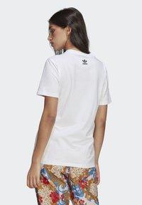 adidas Originals - T-SHIRT - Print T-shirt - white - 1
