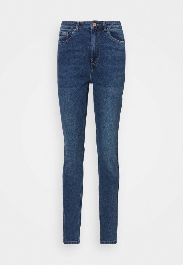 VMJOANA MOM  - Slim fit jeans - medium blue denim
