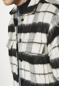 Topman - CHECK FLUFFY - Tunn jacka - black - 5