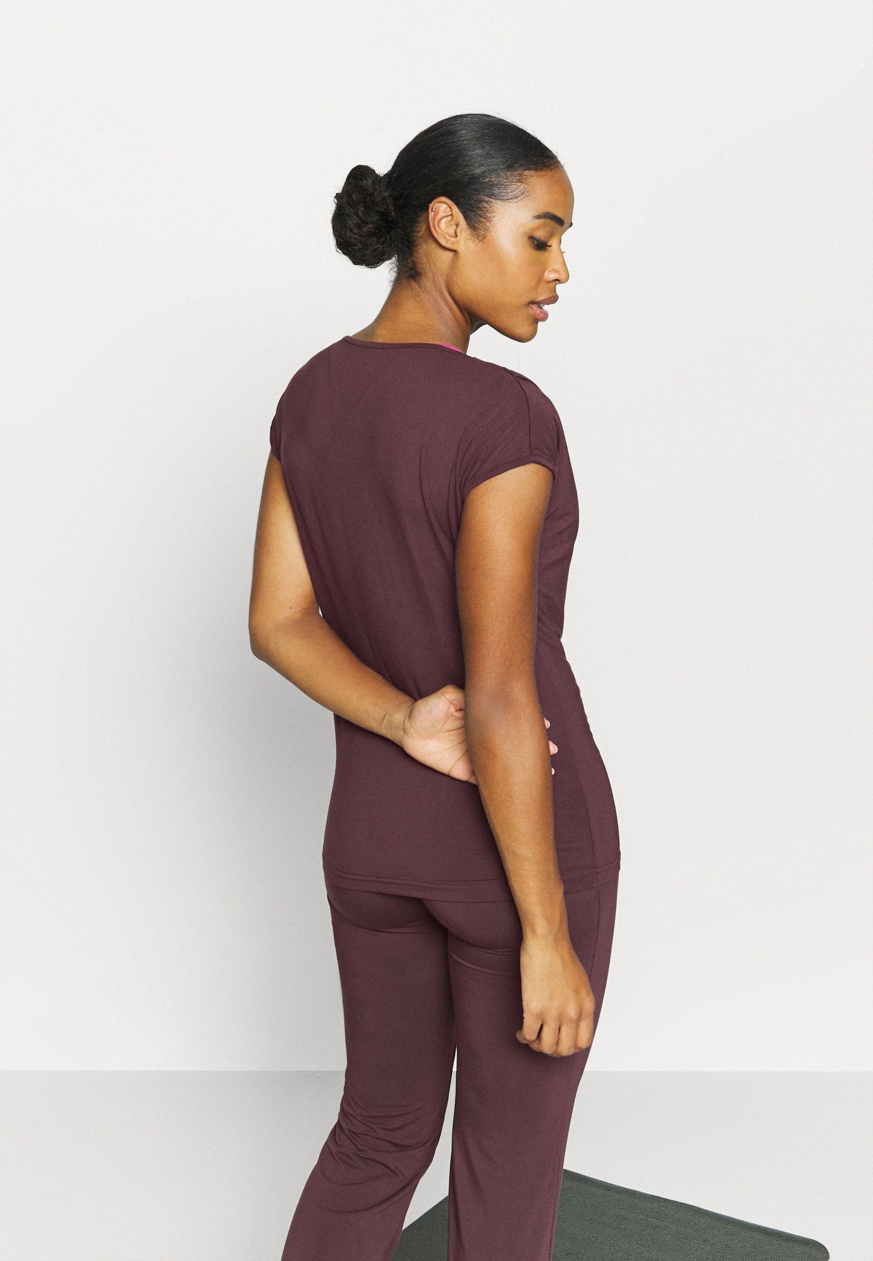 Curare Yogawear WASSERFALL - Basic T-shirt - bordeaux W8A9n