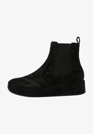 CARTIER - Kotníkové boty na klínu - black