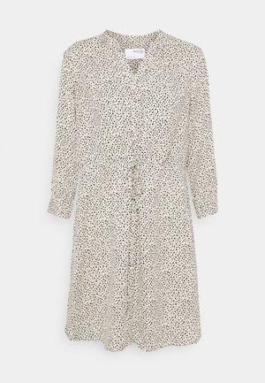 SLFDAMINA DRESS - Vapaa-ajan mekko - sandshell