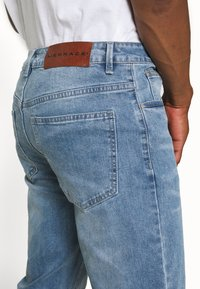 Mennace - ON THE RUN DISTRESSED - Relaxed fit jeans - blue - 3