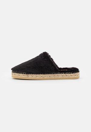 CARLA - Domácí obuv - black