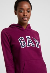 GAP - FASH  - Bluza z kapturem - beach plum - 4