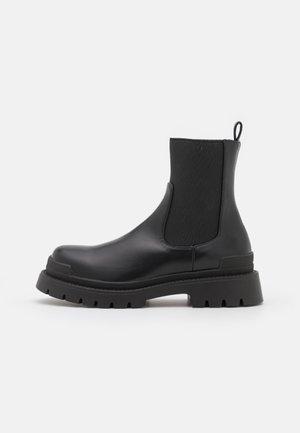 LYRA - Kotníkové boty na platformě - black