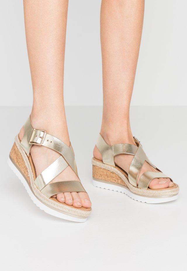 COMFORT VINO SPORT WEDGE - Platform sandals - gold