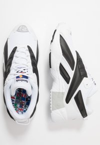 Reebok Classic - INTV 96 SHOES - Sneakers basse - white/black - 1