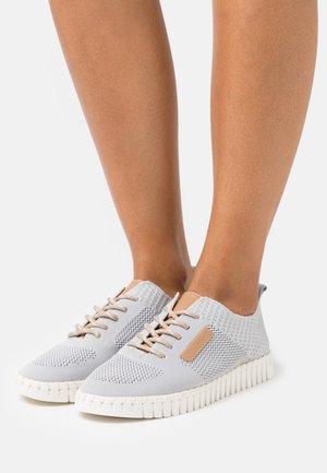 Volnočasové šněrovací boty - light grey